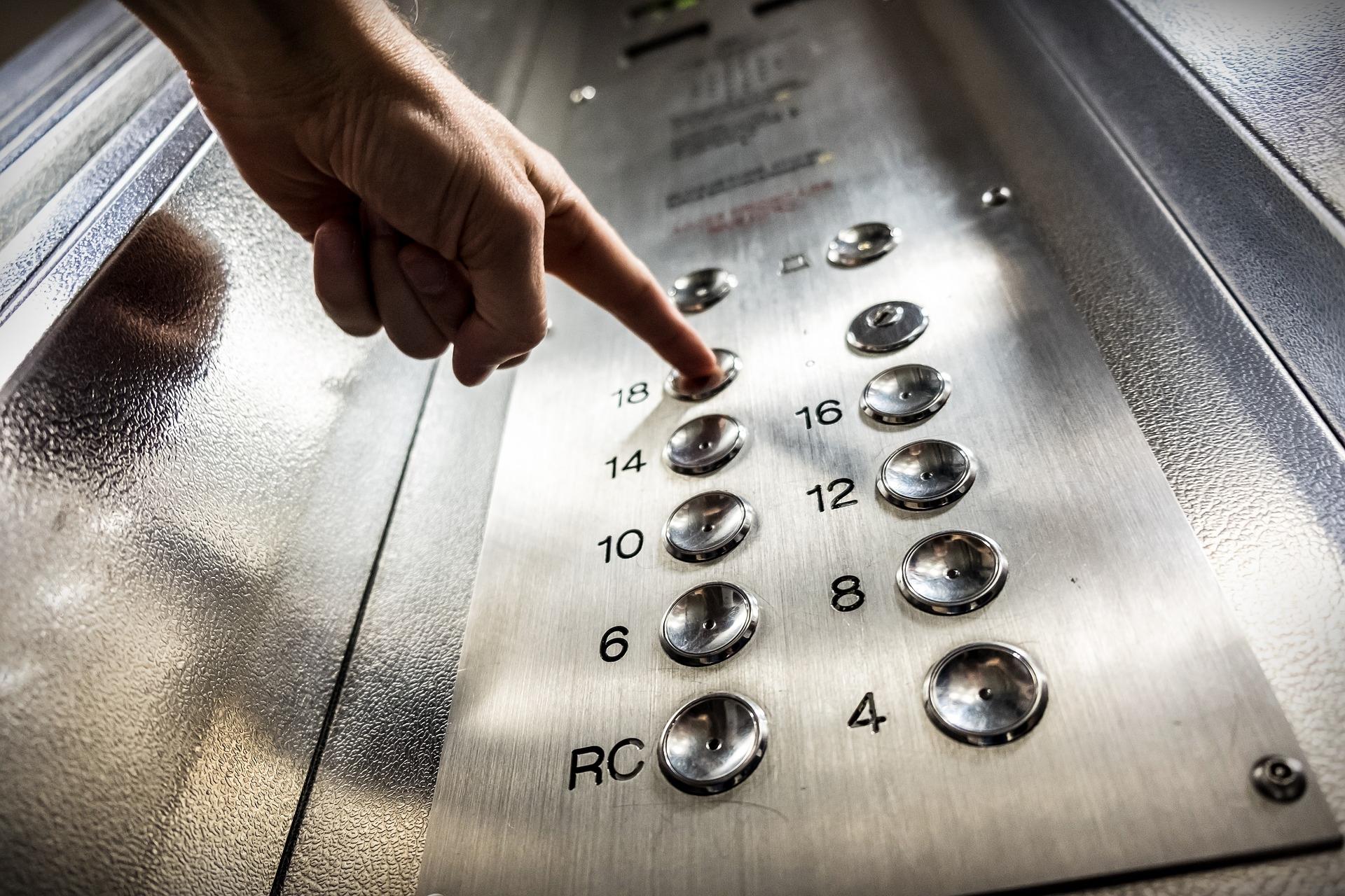 elevator-3479633_1920